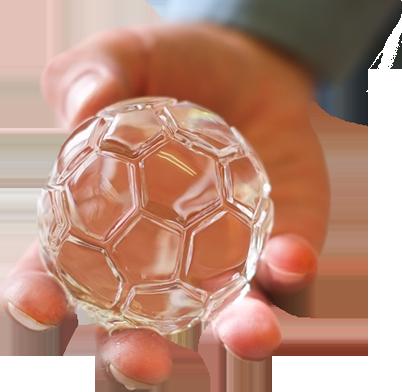 サッカーボールのような特殊形状にも氷を加工できます
